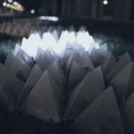 Leucht-Tetraeder mit Dominoeffekt