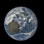 Satellit macht Fotos vom Mondtransit vor der Erde